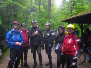 Auch bei schlechtem Wetter guter Laune, die Haardbiker Henry, Hans, Ollo, Detlev, Erika und Volker