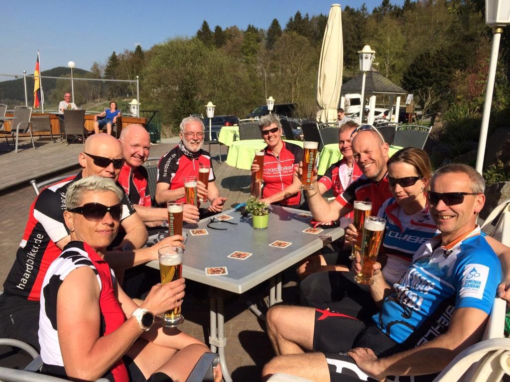 Nach 58 km und 1500 hm schmeckt das Finischer- Bier.